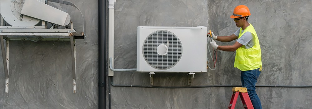 HVAC Technician Outdoor Air Conditioner Unit